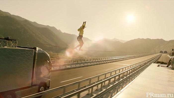 Реклама на грани жизни Volvo Trucks